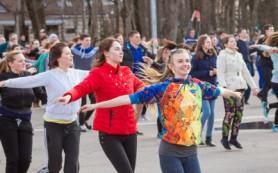 На площади Ленина прошла массовая физзарядка