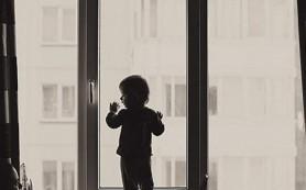 В Смоленске из окна выпал полуторагодовалый ребенок