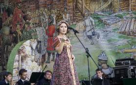 Олег Газманов и Пелагея выступили для жителей Смоленска в честь открытия памятника князю Владимиру