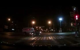 В Смоленске автобус влетел в легковушку