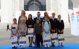 Олимпийская чемпионка Татьяна Навка наградила самого читающего школьника из Смоленской области