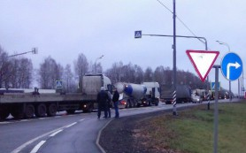 Трасса М1 в районе Сафонова встала из-за протестной акции дальнобойщиков