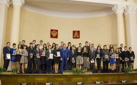 Алексей Островский наградил выдающихся студентов и школьников Смоленска