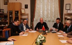 В Смоленске депутаты-единороссы собирают подписи граждан