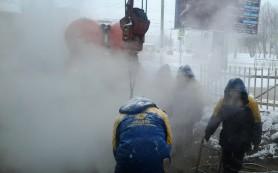 Коммунальные службы устраняют последствия аварии на улице 25 Сентября