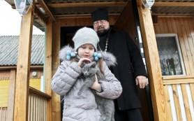 Смоленскому священнику необходима помощь в лечении дочери