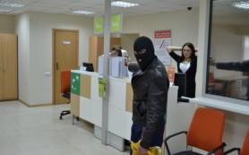 Двое смолян обокрали столичный банк