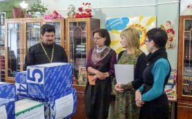 В Смоленске школьной библиотеке подарили более 500 книг