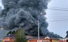 В Смоленской области горела мебельная фабрика