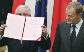 Экс-президент Польши Бронислав Коморовский заявил, что не верит в версию теракта под Смоленском