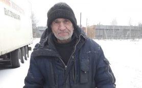 Застрявшему в Ленинградской области дальнобойщику из Смоленска начали помогать с ремонтом машины