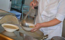 Смоленских школьников стали меньше кормить «горячим»