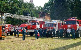 Смоленские спасатели устроили для детей профилактическую акцию в бассейне