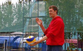 Олимпийский чемпион Дмитрий Мусэрский сыграл со смолянами в пляжный волейбол