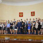 Юные смоляне получили паспорта из рук губернатора