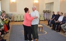 В Смоленске поздравили «бриллиантовую» пару