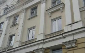 Лепнина с дома на Дзержинского отвалилась