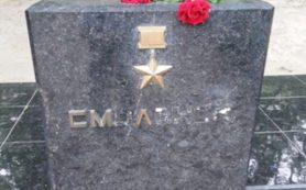 В Казахстане вандалы повредили смоленский монумент