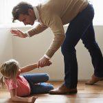 Смолянин избивал дочь-первоклассницу