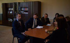 В Смоленском районе коммунальщикам начали выплачивать зарплату после вмешательства депутатов облдумы