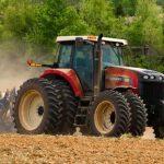 В 2017 году смоленскими аграриями благодаря господдержке приобретено более 300 единиц сельхозтехники