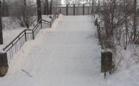 Садись и катись… В Смоленске лестница превратилась в горку