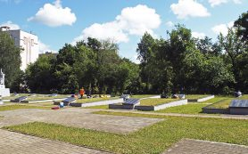 Смоленские подростки участвуют в благоустройстве памятных мест