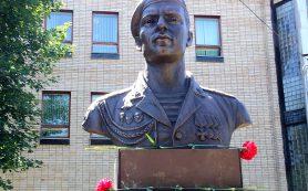 Скульптор Куликов увековечил подвиг героя