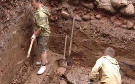 В Смоленске во время раскопок обнаружили остатки средневековой крепости