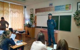 В Смоленской области в рамках «Месячника гражданской обороны» спасатели проводят занятия со школьниками
