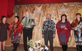 В Смоленской области единороссы собрали одежду и игрушки для детей