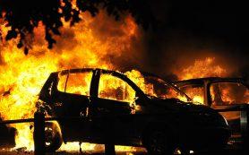 В Смоленске ночью сгорели три автомобиля