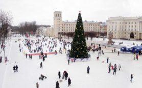 Каток на площади Ленина в Смоленске начали заливать