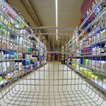 Смолянин лишился 330 тысяч рублей в гипермаркете города