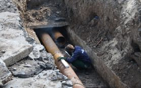 В Смоленске продолжают ликвидировать коммунальную аварию