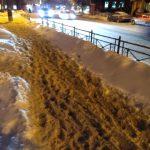 «Падала с ребенком на руках»: смоляне высказались о снежной каше во дворах