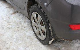 Автомобилисты отгородили себе парковку в смоленском дворе