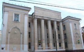 Губернатор Островский и возможный глава Смоленска Борисов осмотрели здание поликлиники на улице Дзержинского