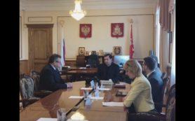 На встрече с новым главой Шумячского района губернатор подчеркнул важность связи местной власти и населения