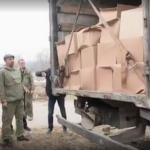 Под Смоленском певец Сергей Лазарев подарил приюту для животных грузовик корма