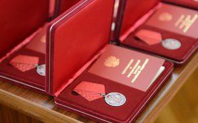 Алексей Островский вручил смолянам государственные награды