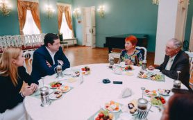 Алексей Островский пообщался с образцовыми семьями Смоленской области