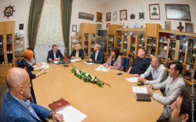 Глава Смоленска потребовал от подрядчиков обозначить сроки завершения ремонта дворов и дорог
