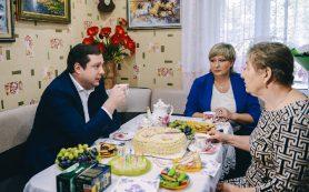Глава Смоленской области побывал в гостях у заслуженного учителя Российской Федерации Валентины Грищенковой