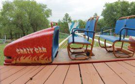 Детский аттракцион сгорел в центральном парке Рославля