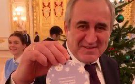 Сергей Неверов подарит смолянке новогоднее чудо
