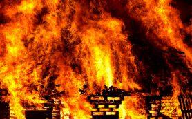 В Сафоновском районе горела «заброшка»