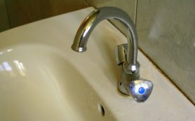 Холодную воду отключили в Угре из-за коммунальной аварии