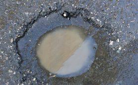 «Газель» частично провалилась в землю в Смоленске
