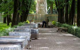 В смоленском сквере Памяти Героев идет ремонт